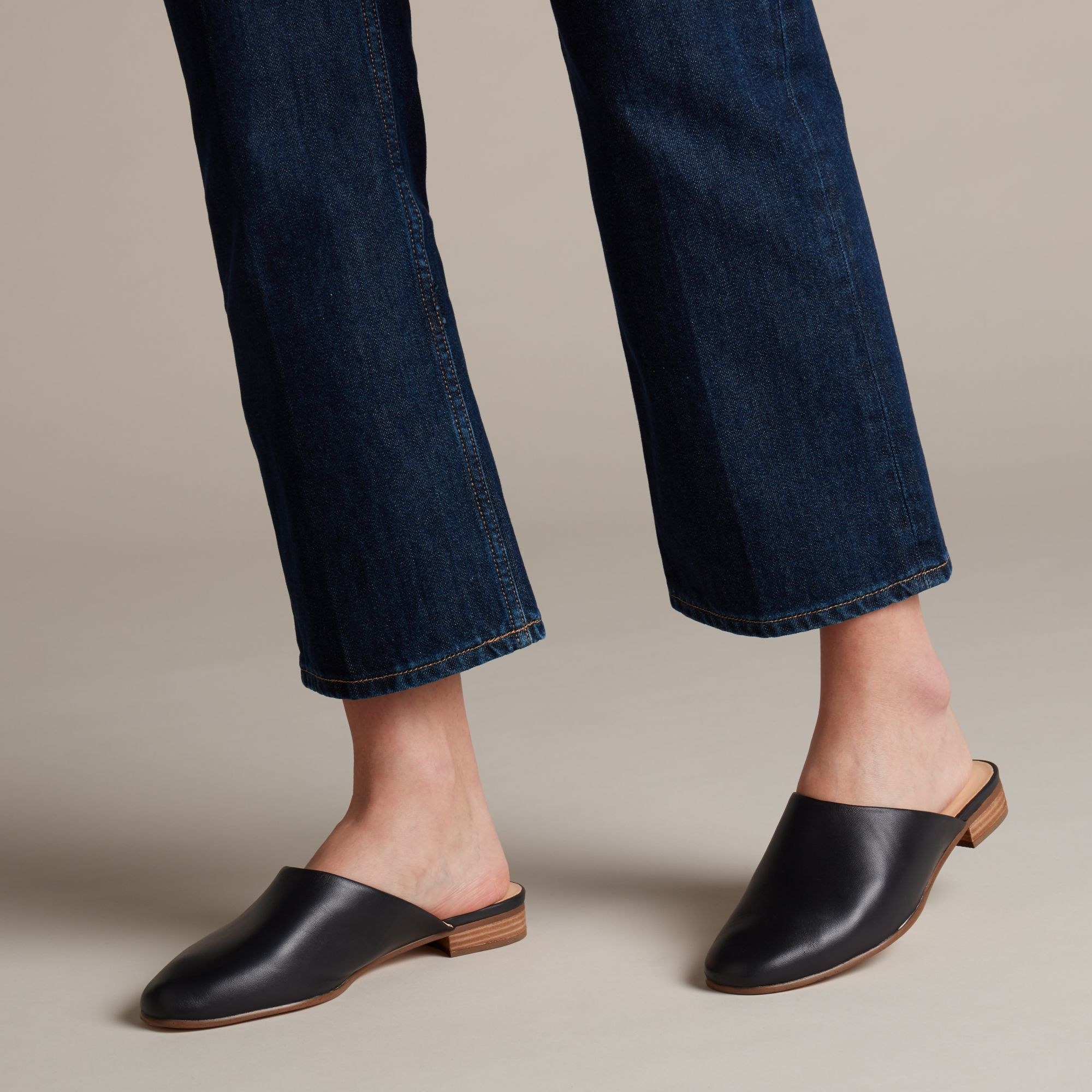 close toed mules with small heel