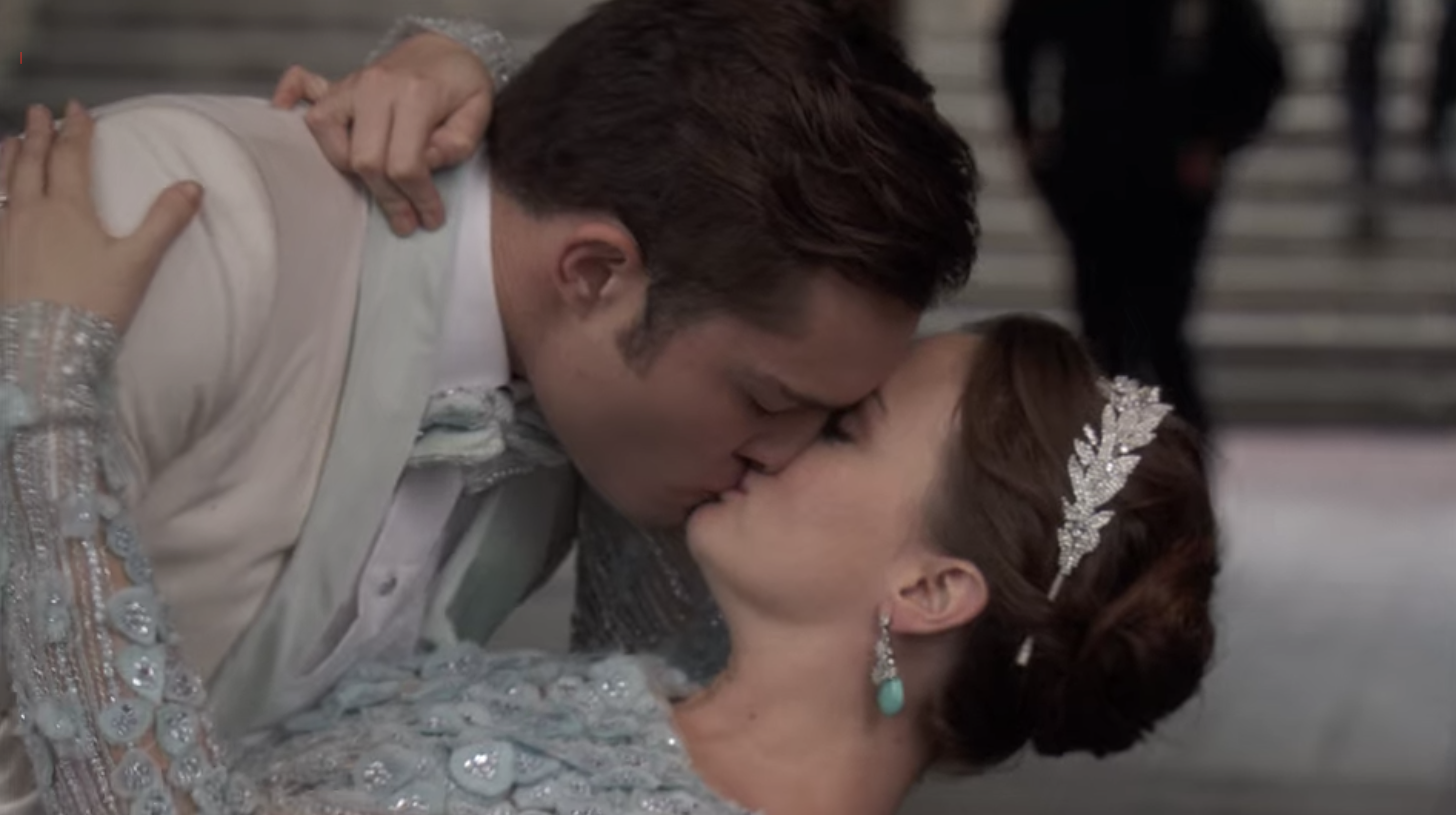 Blair and Chuck kissing at their wedding