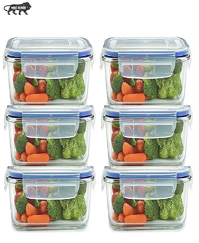 6 meal containers with carrots, tomatoes and broccoli in them.