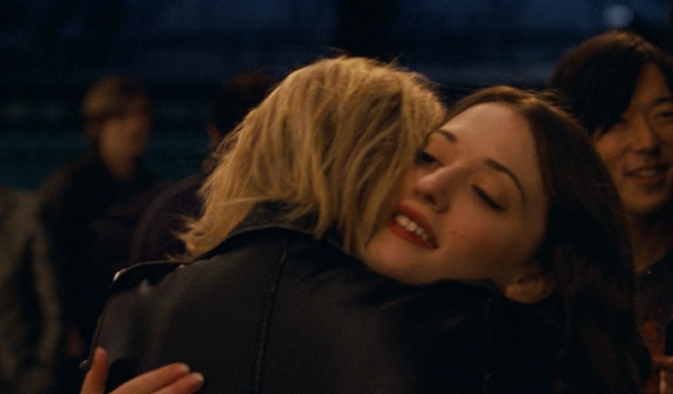 Ari Graynor and Kat Dennings hugging