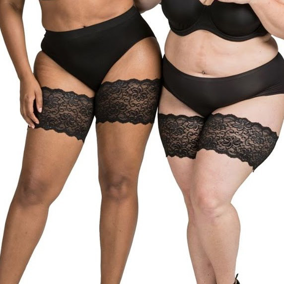 Two people wear the bandelettes around their thighs