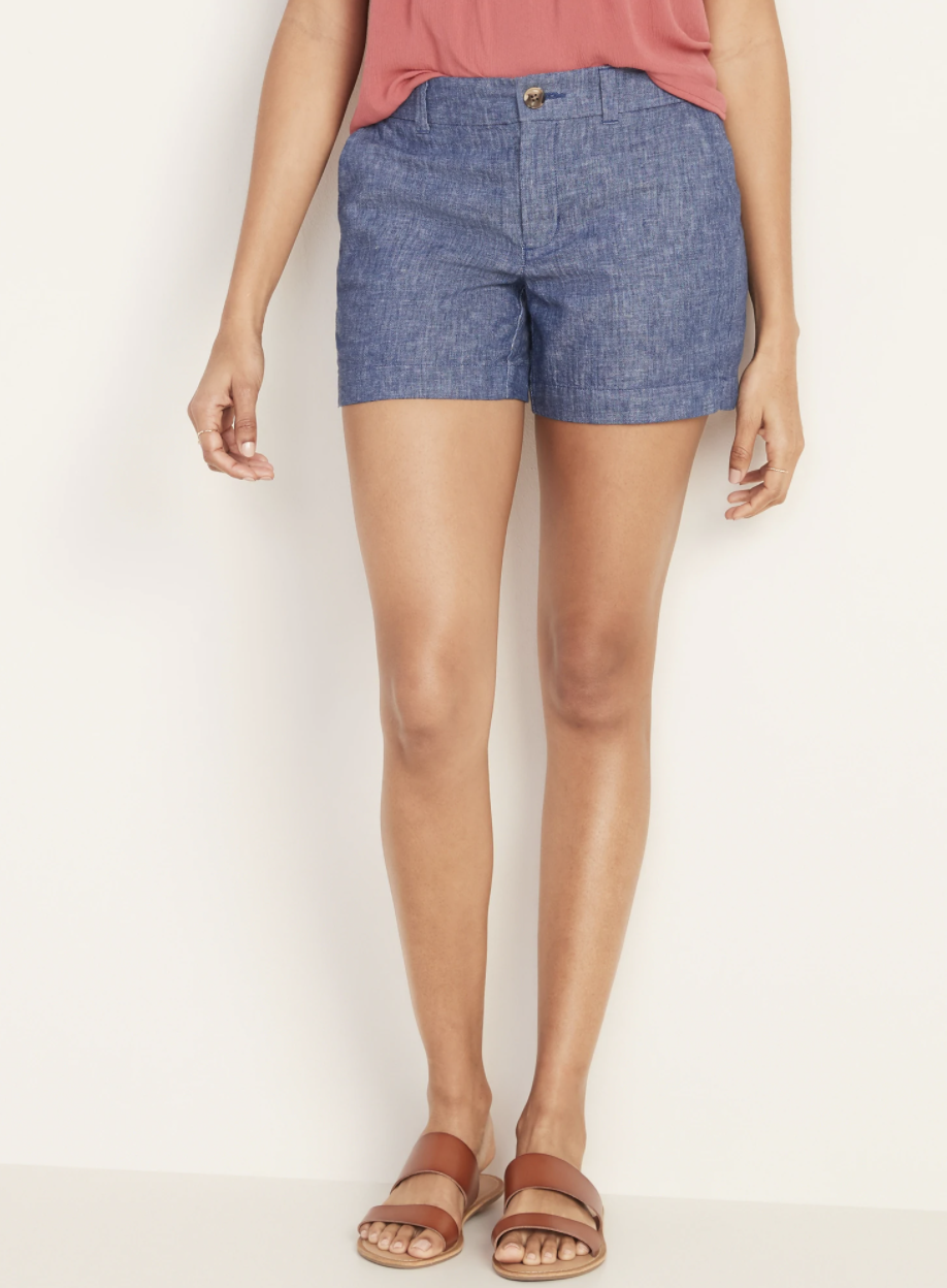 a model in dark wash linen chambray shorts