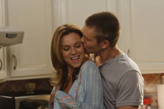 Chad Michael Murray as Lucas Scott kissing Hilarie Burton as Peyton Sawyer's cheek in One Tree Hill