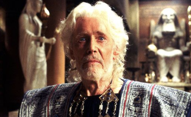 Peter O'Toole looking serious in Troy