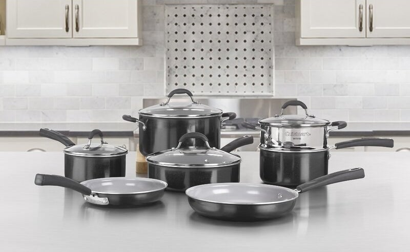 The cookware set in black