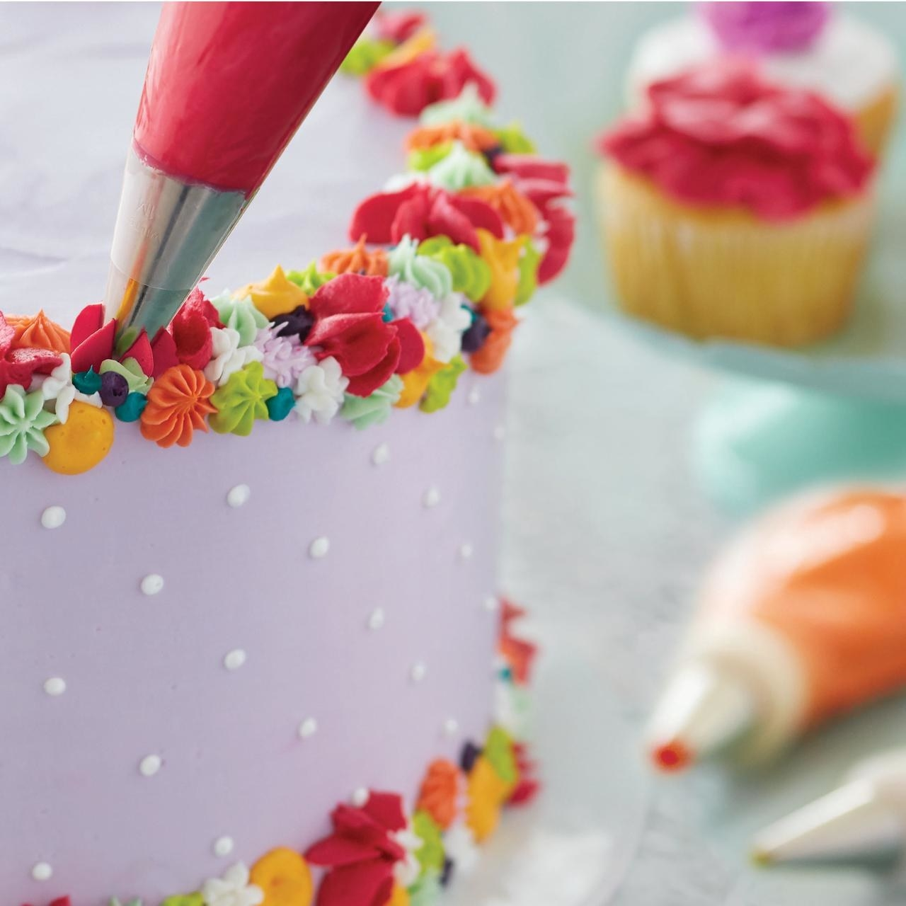 The frosting piper being used on cake