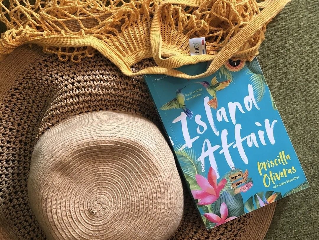 The book against a beach hat