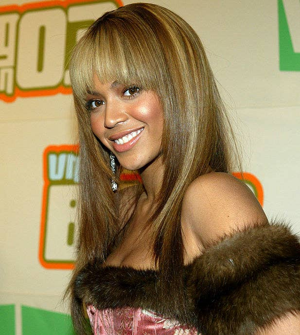 Beyoncé has several chunky light blond highlights that contrast her darker brunette hair