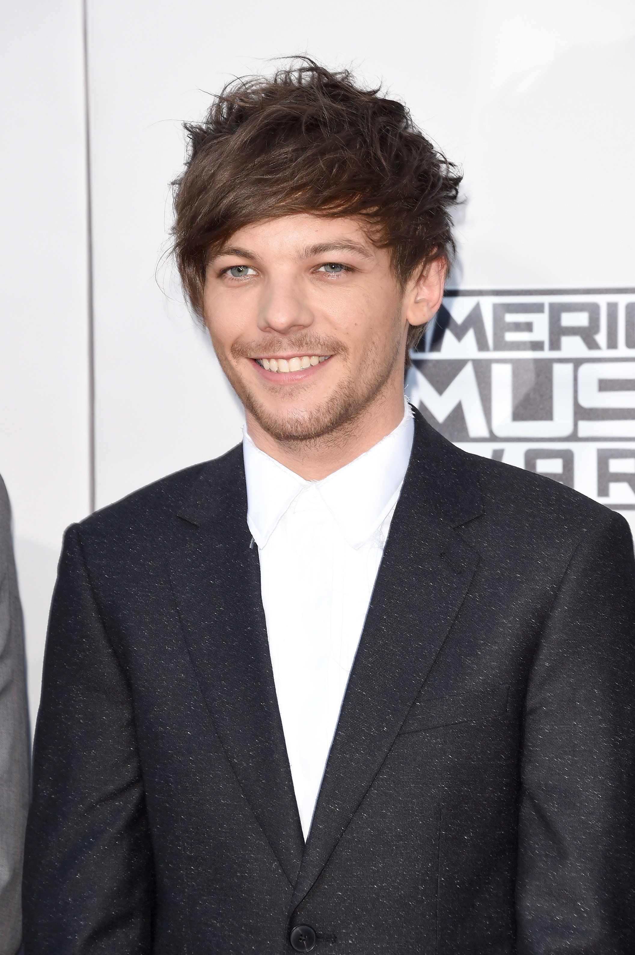 Louis Tomlinson attending the American Music Awards in 2015