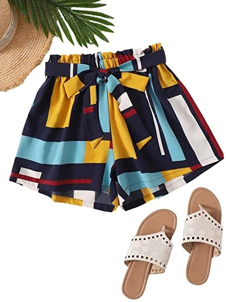 voluminous elastic waist shorts with matching tie belt in geometric pattern