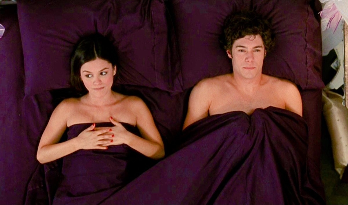 """Seth and Summer awkwardly in bed on """"The O.C."""""""