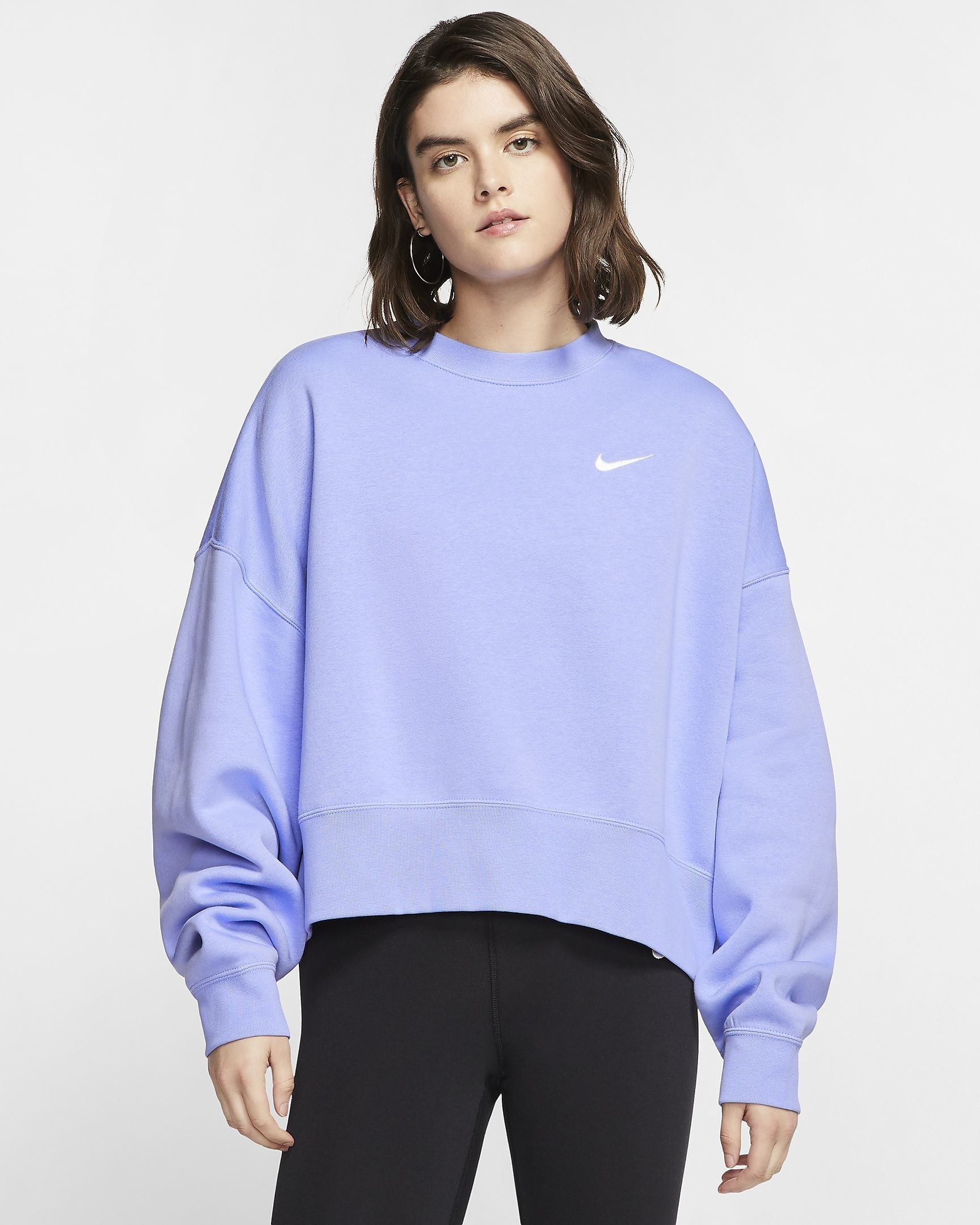 Model wearing the crewneck sweatshirt in the color light thistle, featuring a