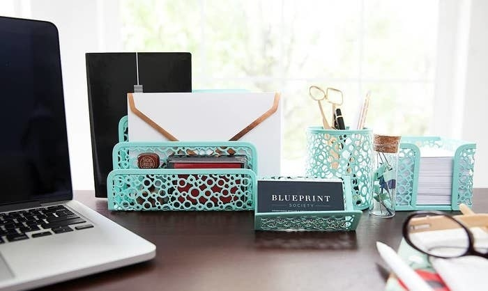 The organizer set in mint