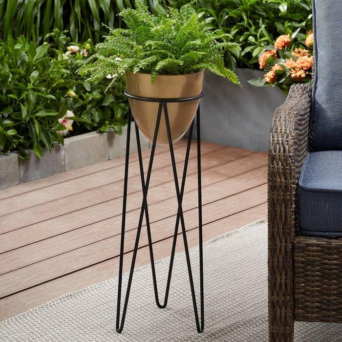 the tall standing black planter holder