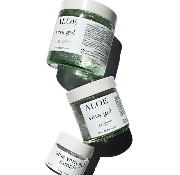 Various sized tubs of the aloe vera gel