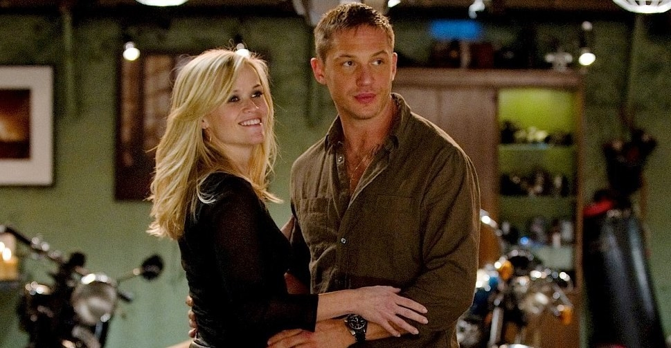 Reese Witherspoon as Lauren embracing one of her lovers, Tuck, played by Tom Hardy.