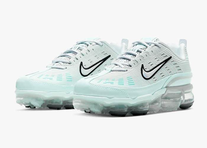 The Nike Air Vapormax 360 sneakers in teal