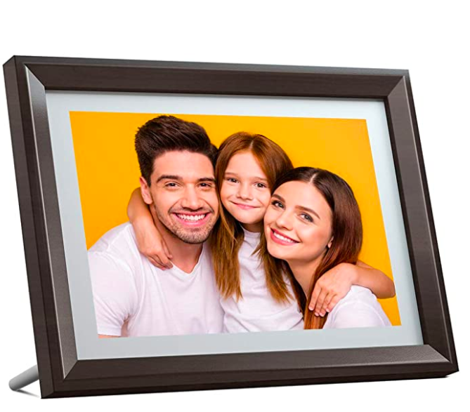 The digital picture frame contains a photo of a family of three