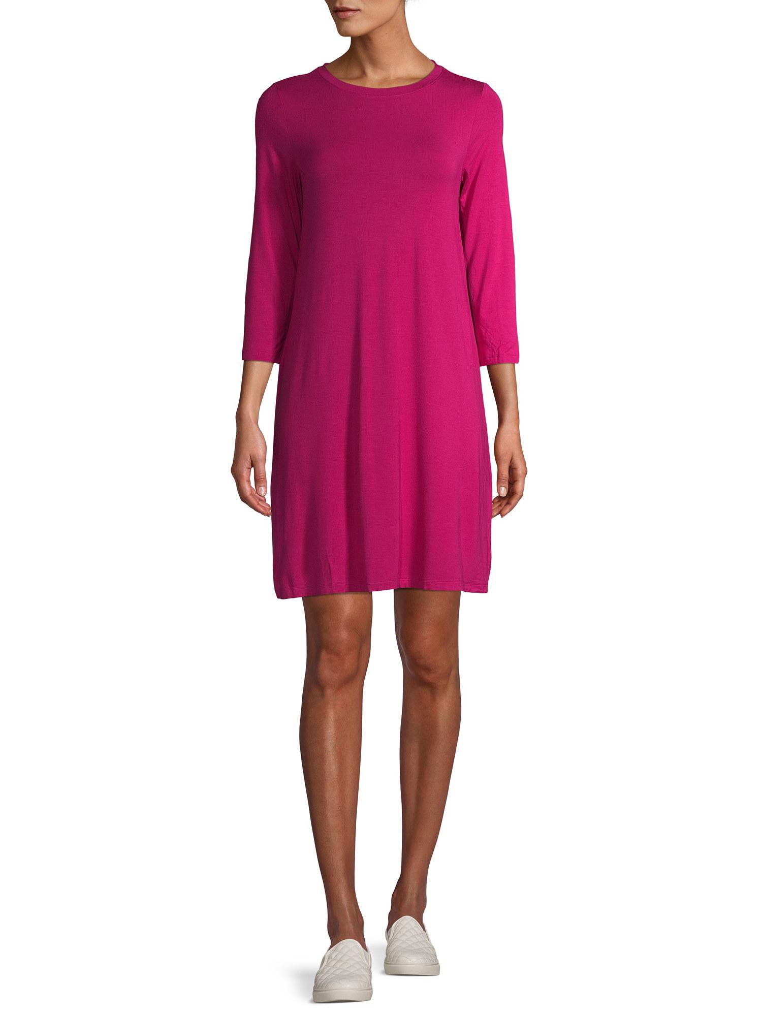 A model in a pink quarter sleeve dress