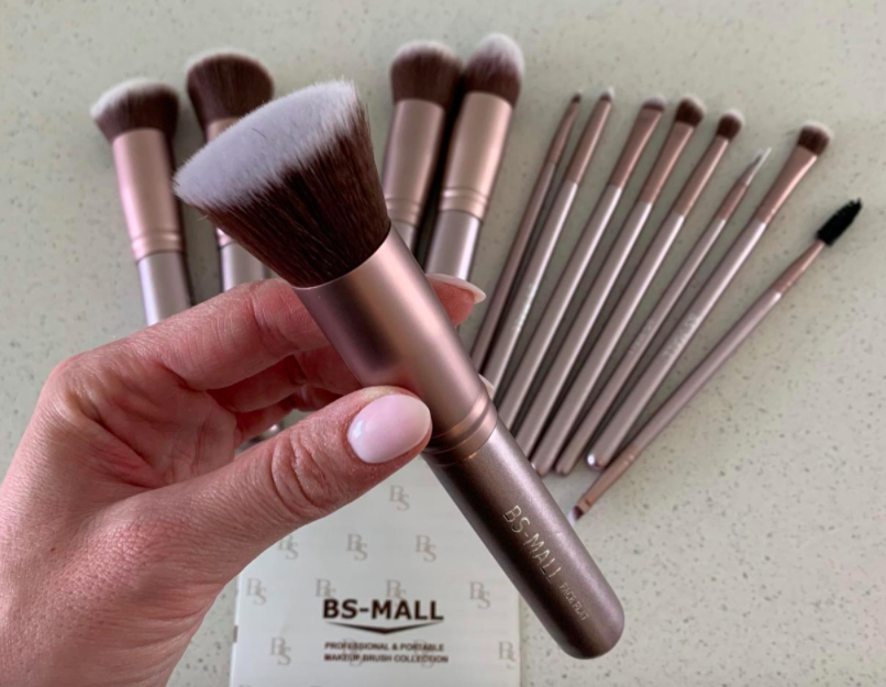A customer review photo of the makeup brushes.