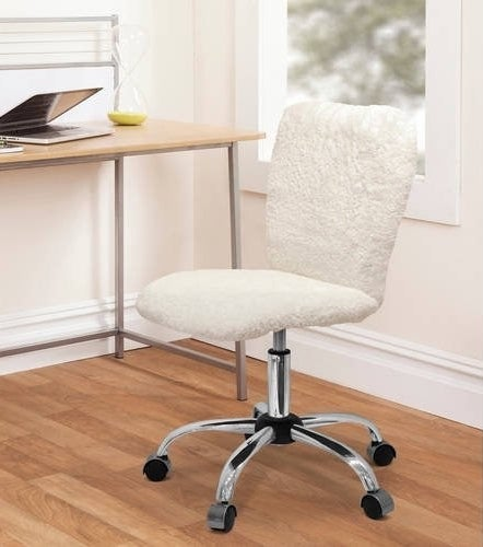 The white faux fur rolling desk chair