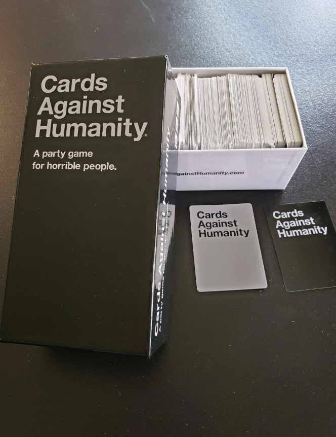 A reviewer image of the game with the cards stacked in the box