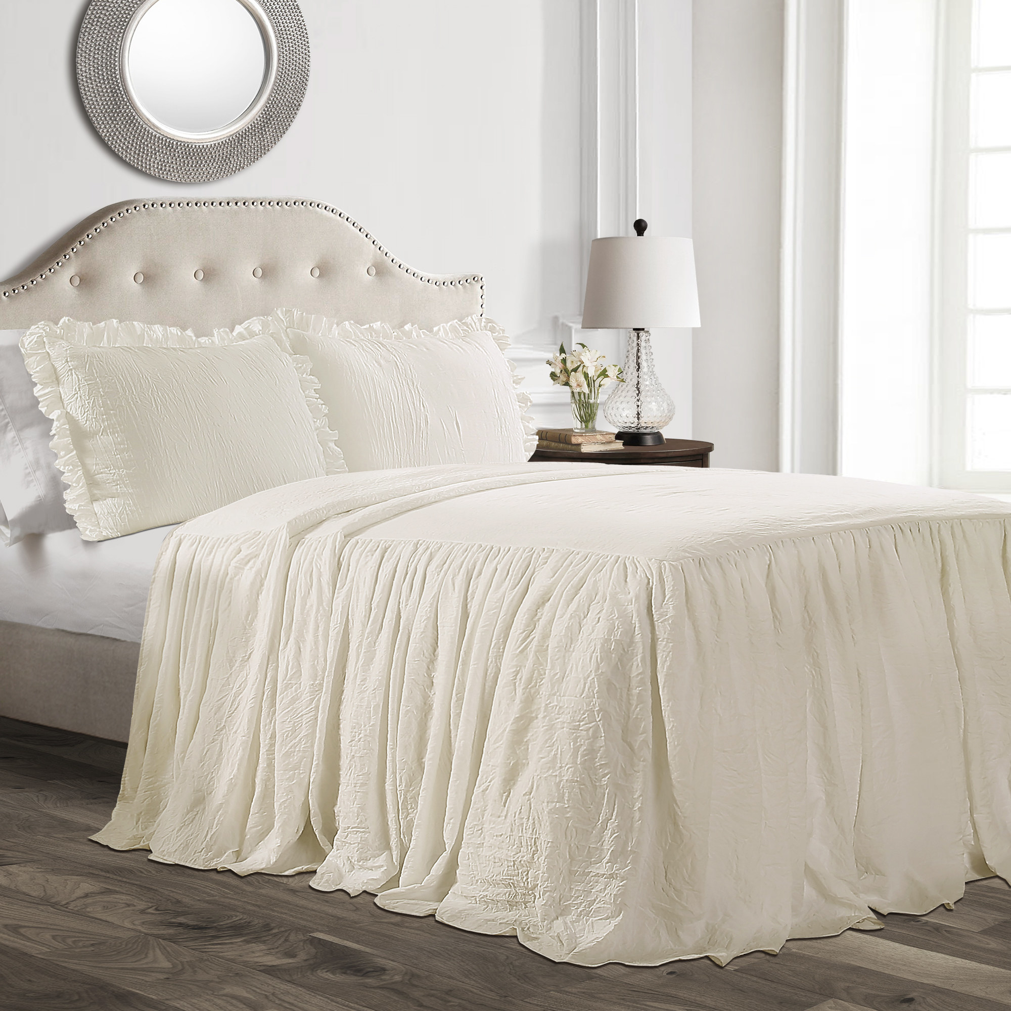 The ivory bedding set with ruffled pillow cases