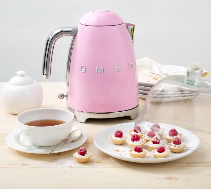 The kettle in pink