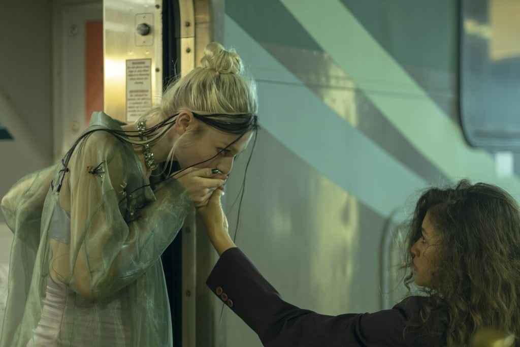 Jules kisses Rue's hand as she gets on the train