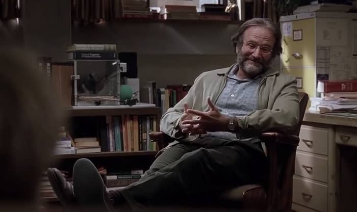 Robin Williams sitting in his office having a psychiatric session with Matt Damn in Good Will Hunting
