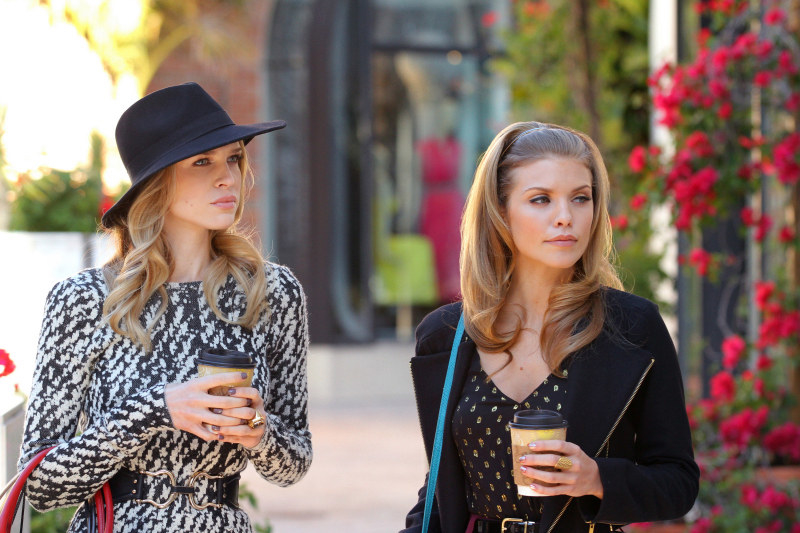 Sara Foster and AnnaLynne McCord as Jen and Naomi