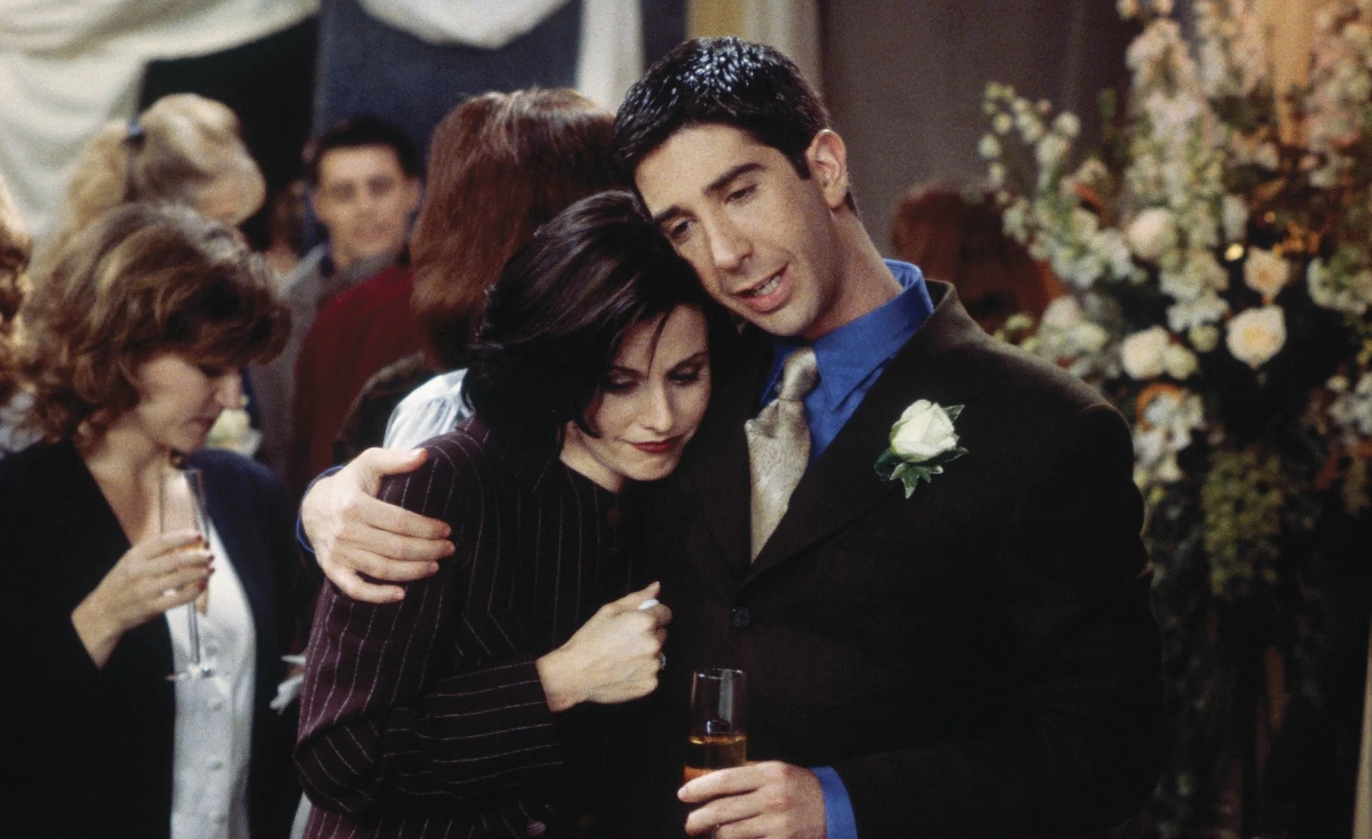 Courtney Cox and David Schwimmer as Monica and Ross