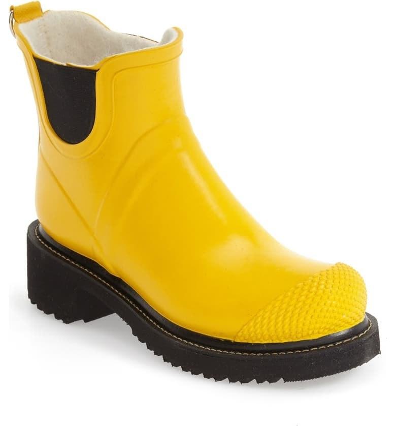 Ilse Jacobsen RUB 47 Short Waterproof Rain Boot in cyber yellow
