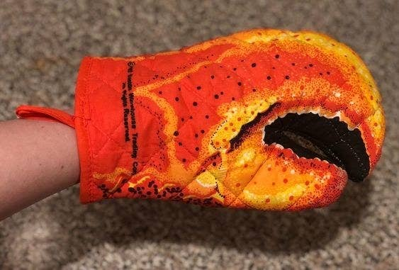 Reviewer's picture of the lobster oven mitt