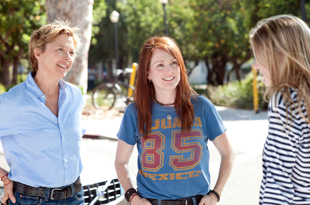 """Julianne Moore and Annette Bening smiling in """"The Kids Are All Right"""""""