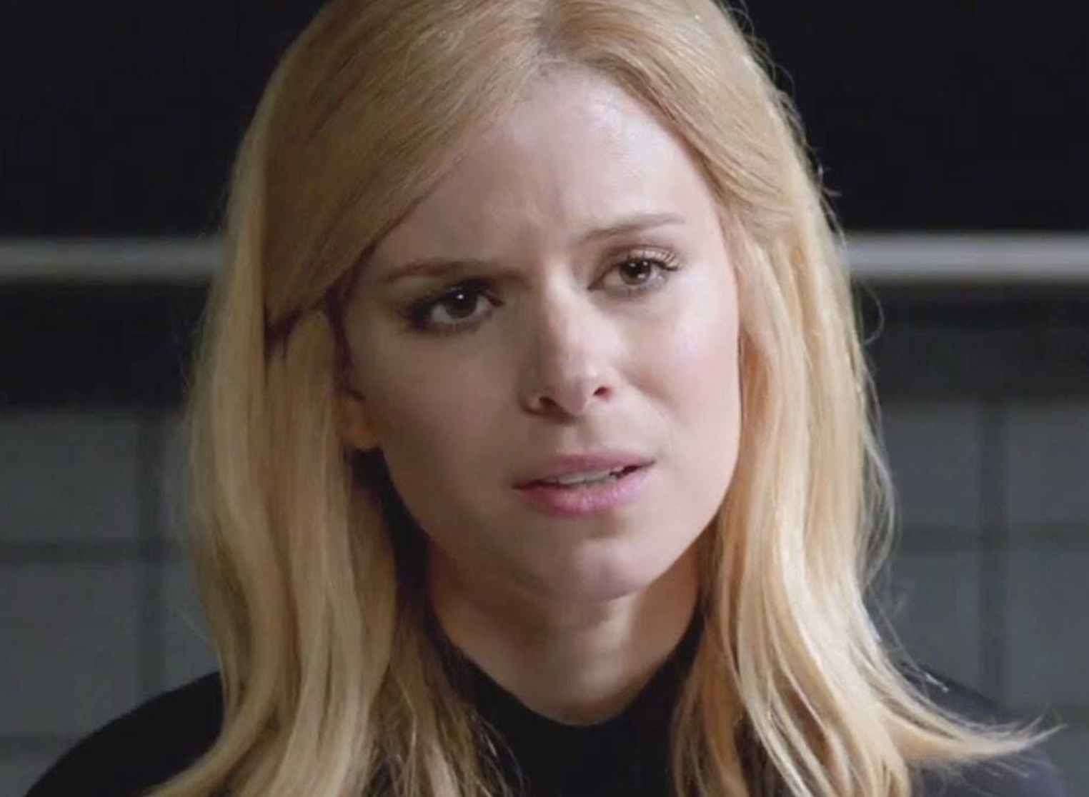 Kate Mara in an obvious wig