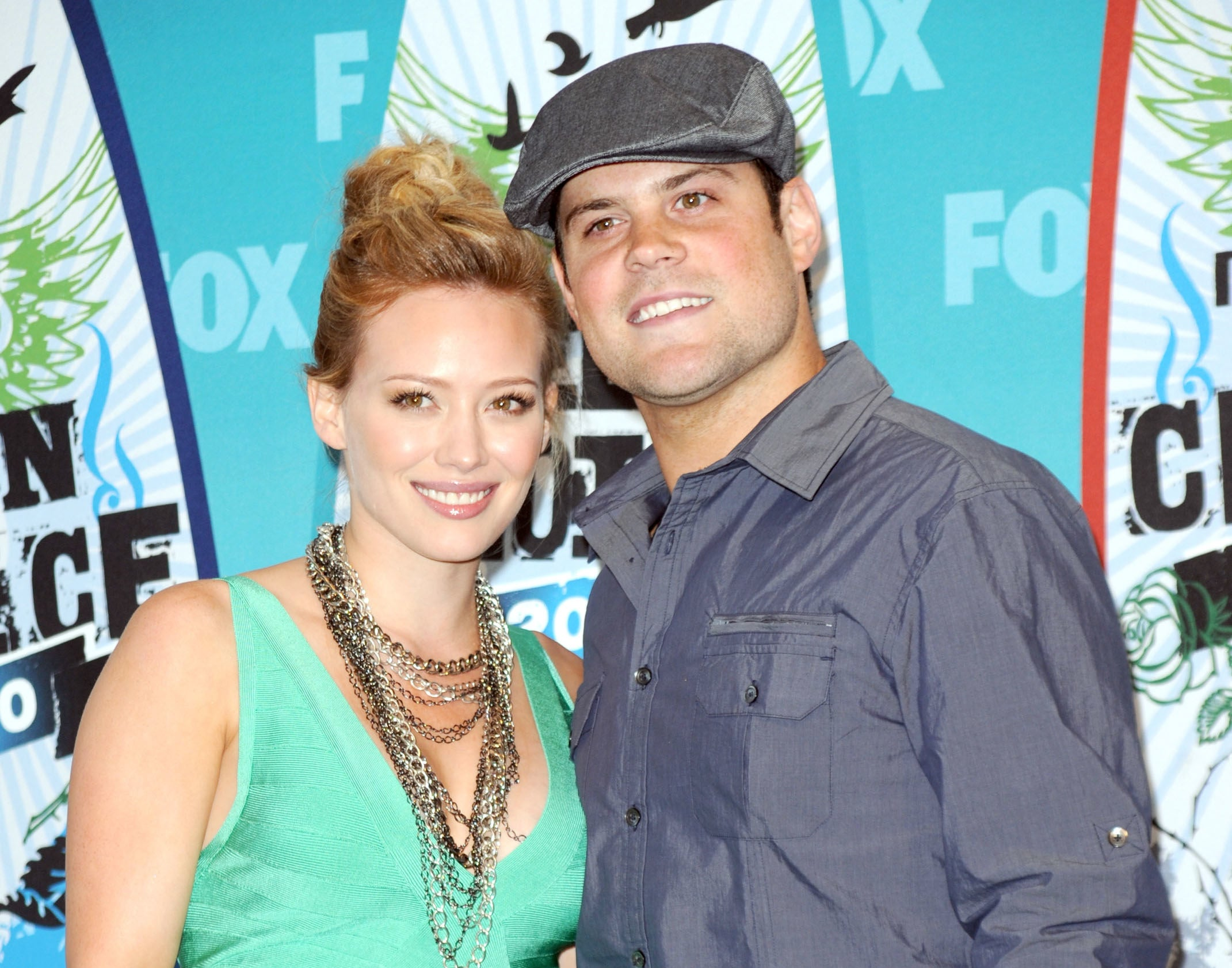Hilary Duff and Mike Comrie posing in the press room of the 2010 Teen Choice Awards.