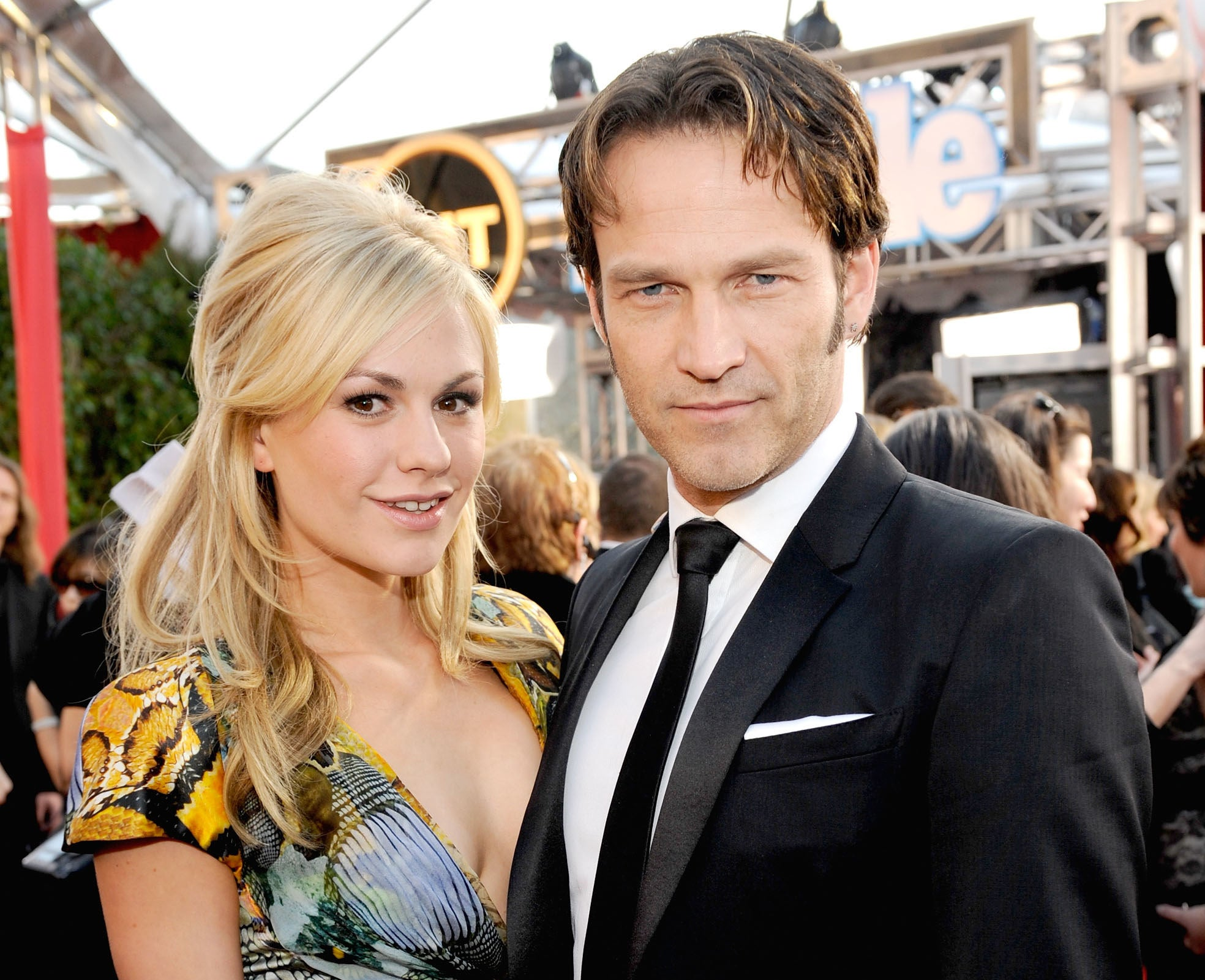 Anna Paquin and Stephen Moyer on the red carpet of the16th Annual Screen Actors Guild Awards at the Shrine Auditorium on January 23, 2010 .