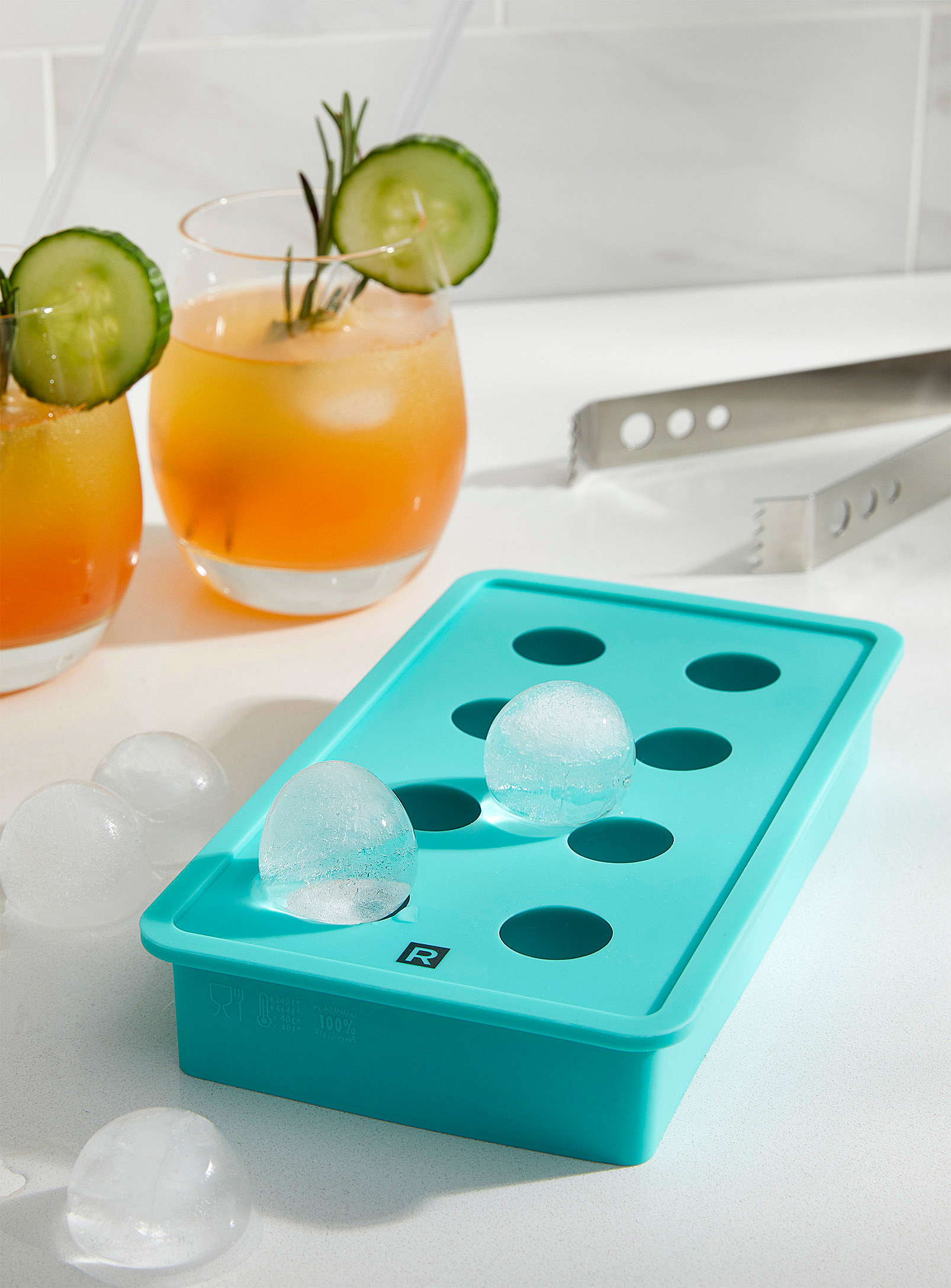 A tray with spherical ice cubs