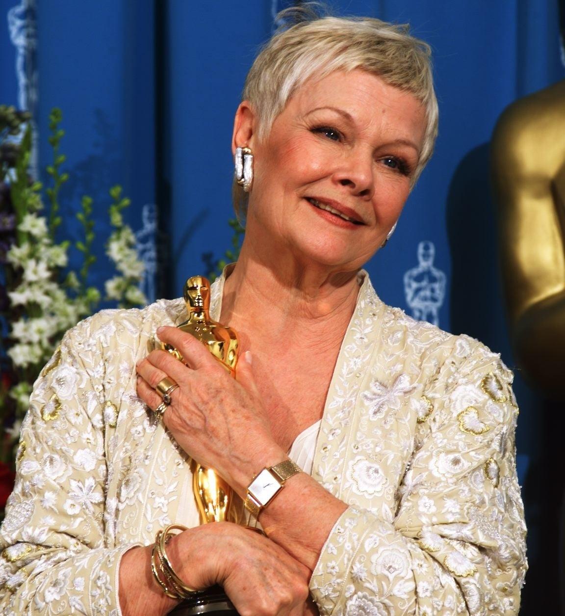 Judi Dench cradling her Oscar