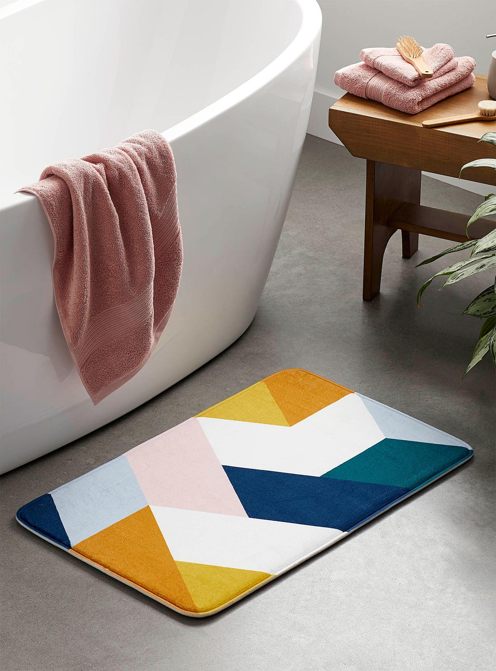 A bathmat with geometric shapes on it