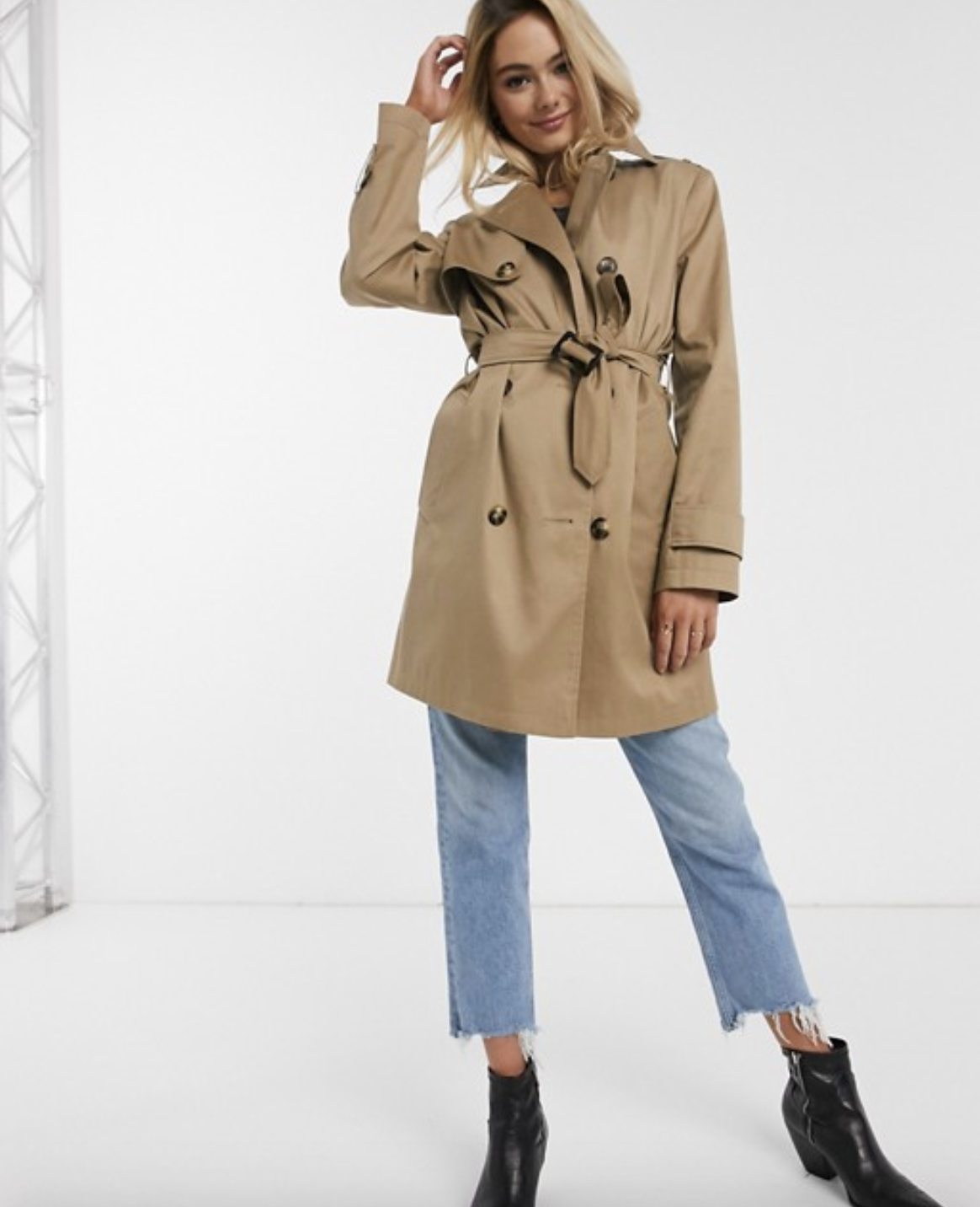 Trench coat in a stone color with a belt