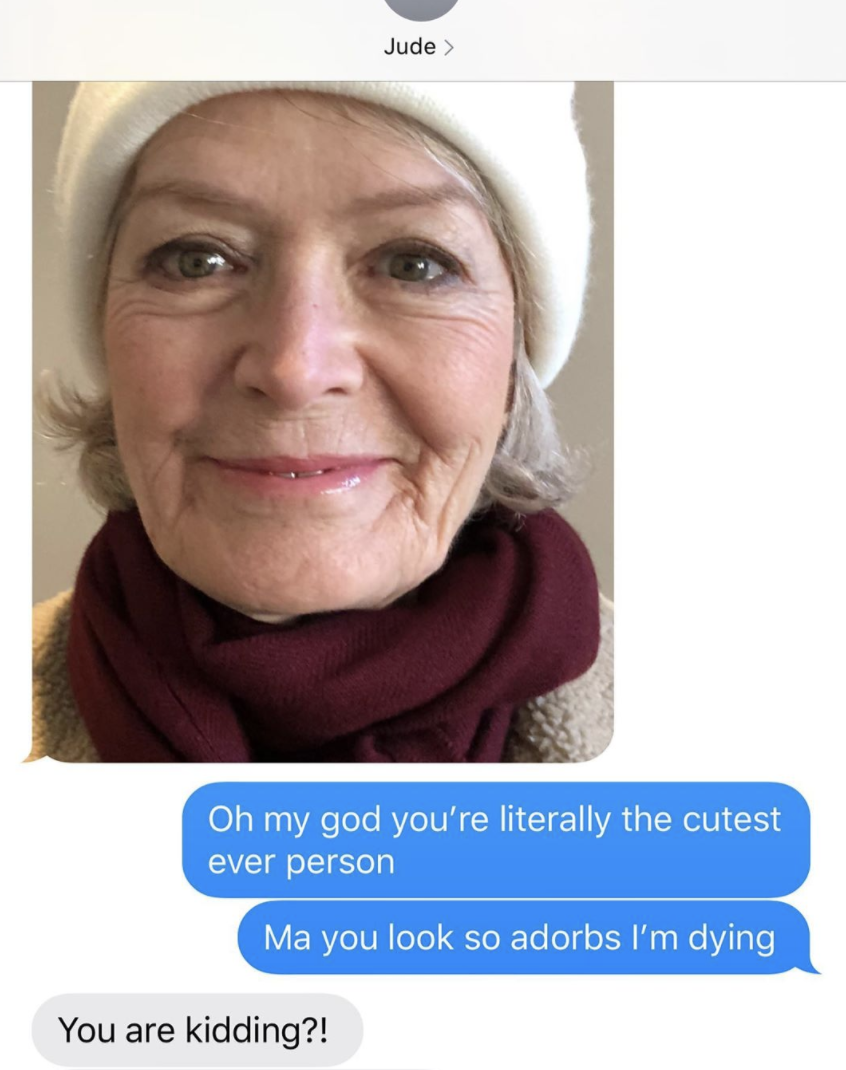Kate Beckinsale's text exchange with her mom, who sent her a selfie