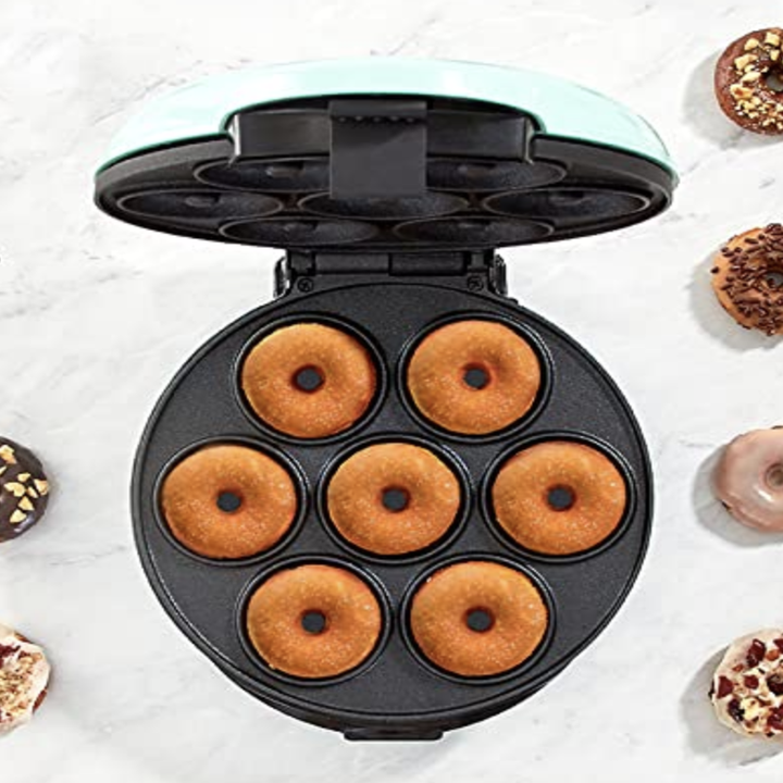 the donut machine with room for seven small donuts
