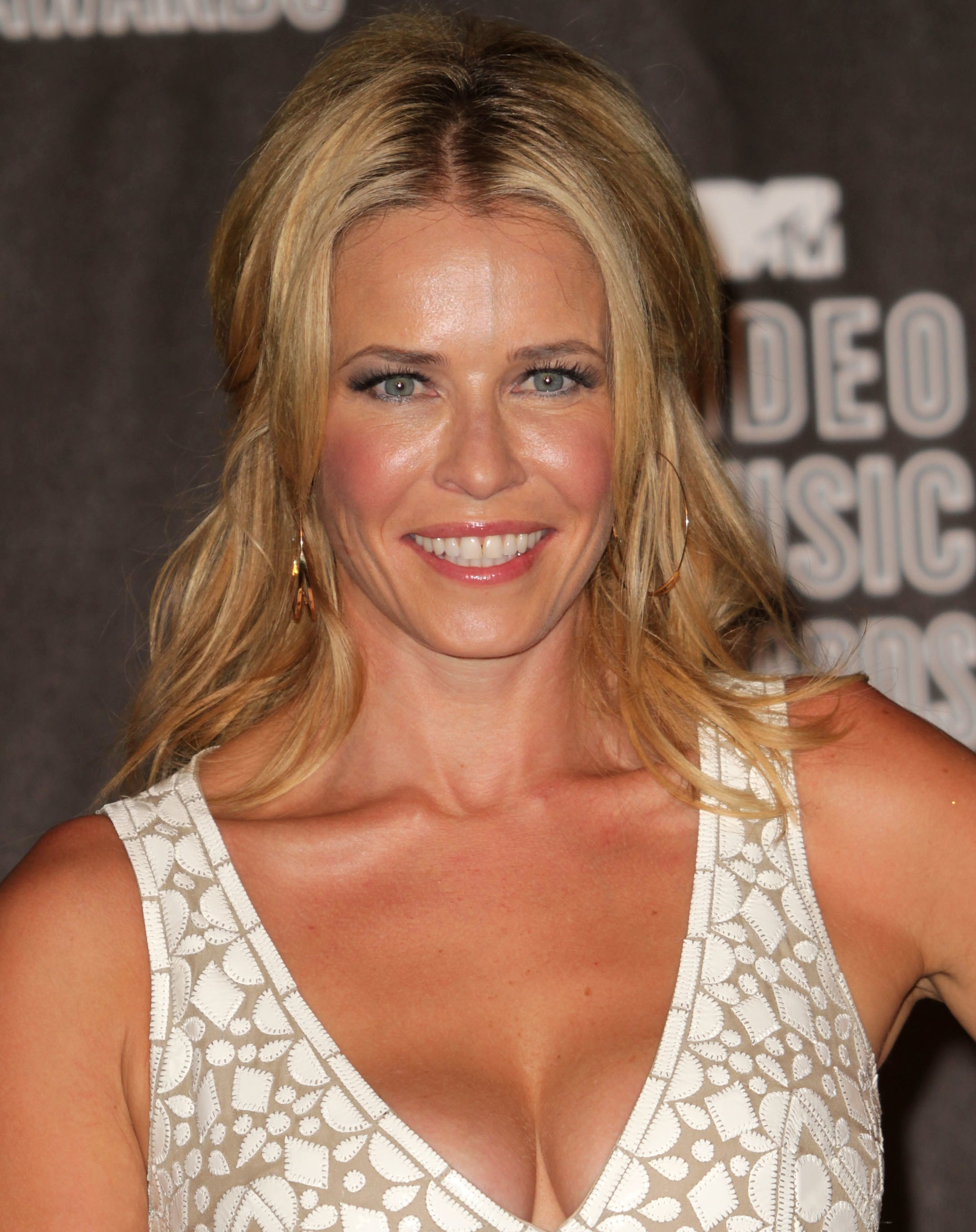 Chelsea Handler in a white patterned dress in the press room of the 2010 VMAs.