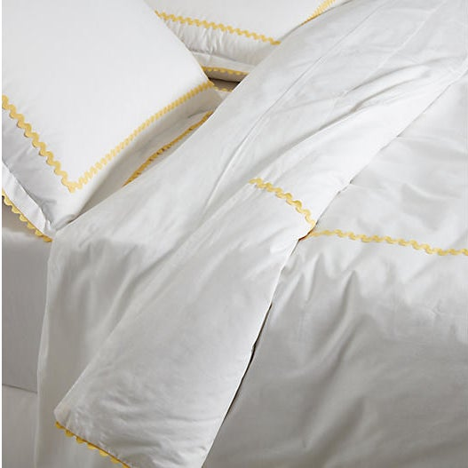 White duvet with yellow scallop trim