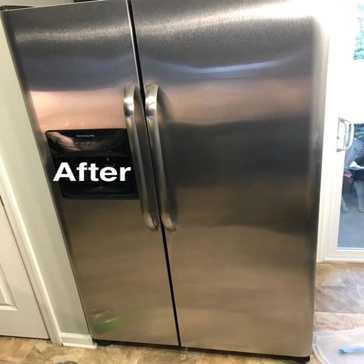 Same reviewer's fridge but now free of any streaks