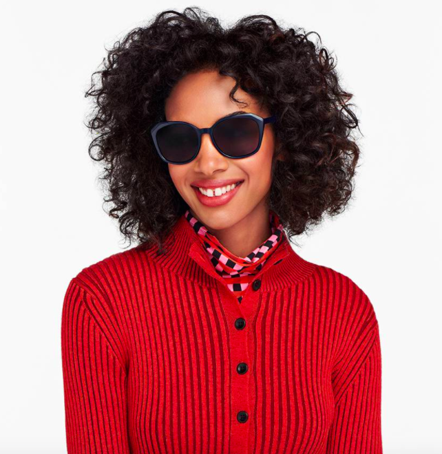 Model wearing the sunglasses in the color midnight