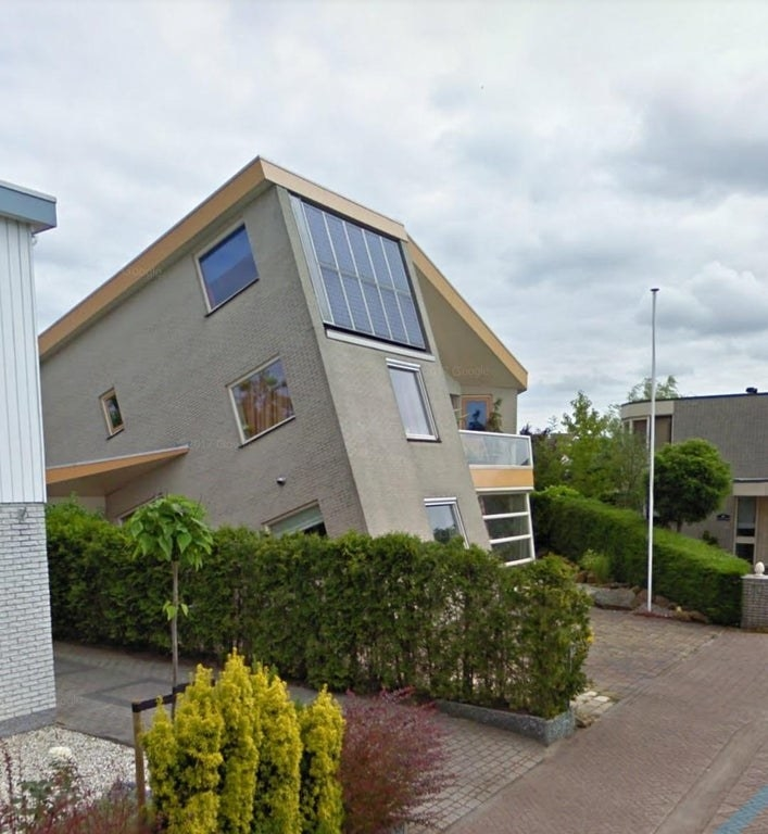 A house built in a way that makes it appear to be tilted at an angle