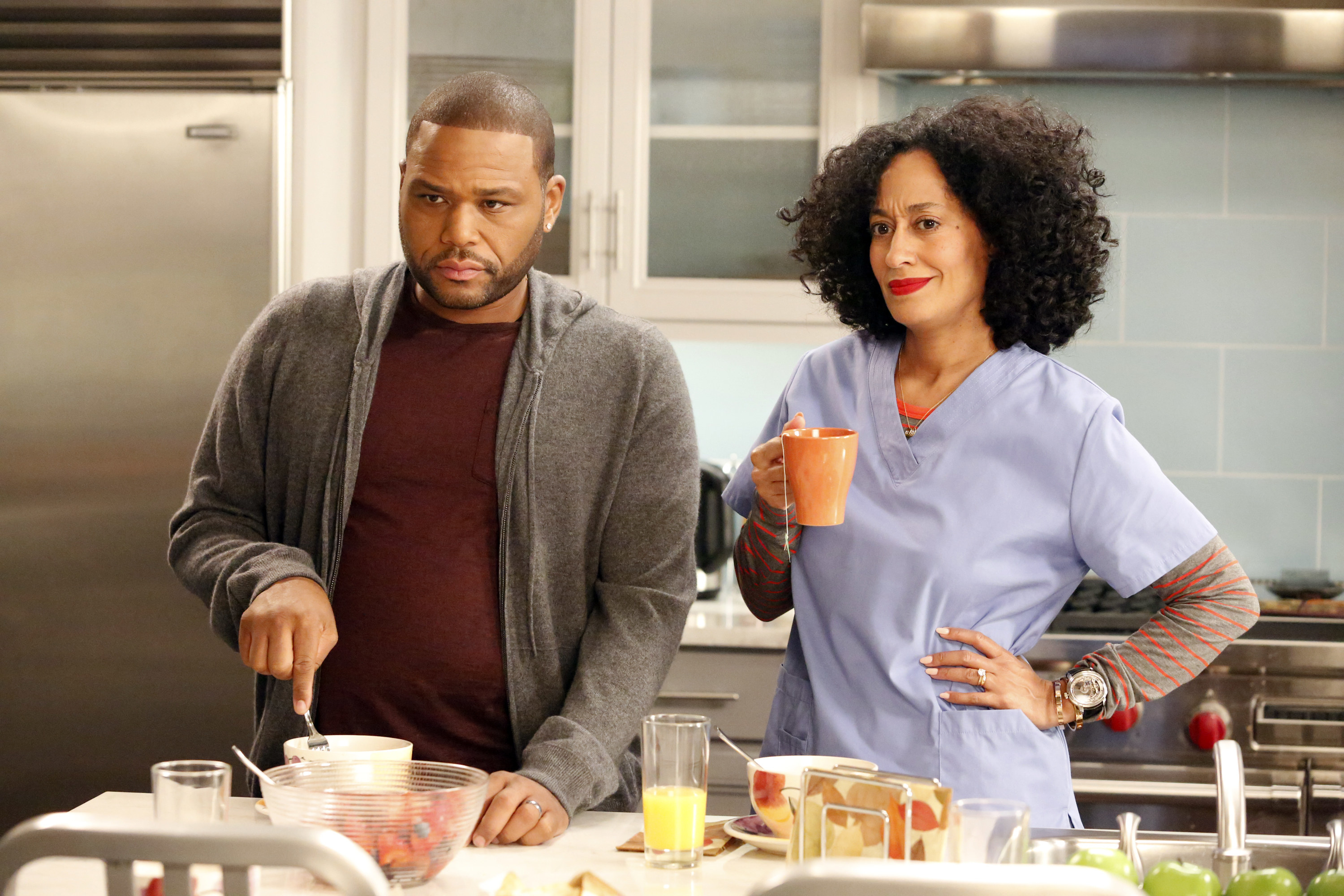 """A scene from """"Black-ish"""" featuring stars Anthony Anderson and Tracee Ellis Ross"""